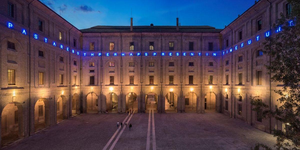 Maurizio Nannucci, TIME, PAST, PRESENT AND FUTURE, 2019, courtesy Caomplesso Monumentale della Pilotta, realizzata grazie al sostegno dell'Italian Council (2018)