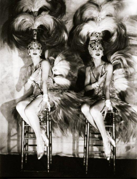 The Dolly Sisters al Casino de Paris di New York, 1927