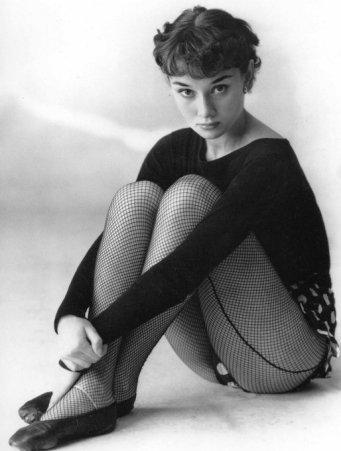Audrey Hepburn indossa calze a rete