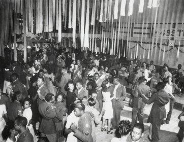 Danza di Natale negli anni '40 sponsorizzata da 1323 ingegneri del Texas