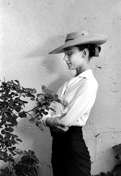 """Inge Morath - MEXICO. Durango. 1959. Actress Audrey HEPBURN during filming of """"The Unforgiven,"""" directed by John Huston."""