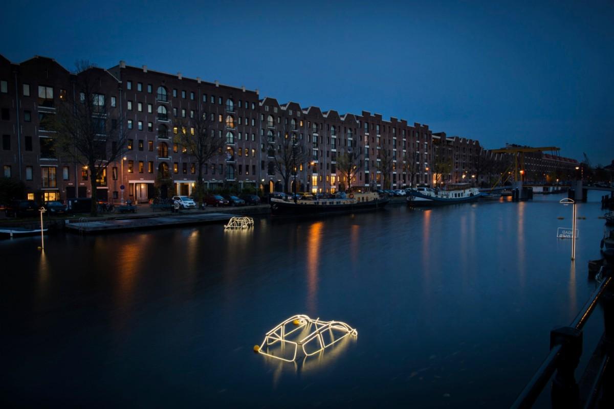"""Surface Tension"" by Tom Biddulph e Barbara Ryan. Photography by Janus van den Eijnden"