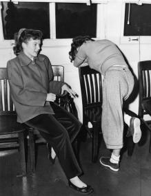 Adolescenti arrestati per drag racing. Stazione di polizia di Lennox. Los Angeles. dicembre 1952