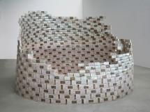 Aldo Mondino, Torre di torrone, 1968, scatole di torrone (legno e carta), 180x260 cm, Collezione La Gaia (Busca)