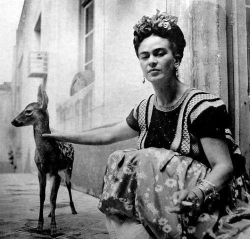 Frida Kahlo e un cerbiatto