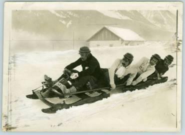 Giochi sulla neve, 1910, courtesy Touring Club Italiano
