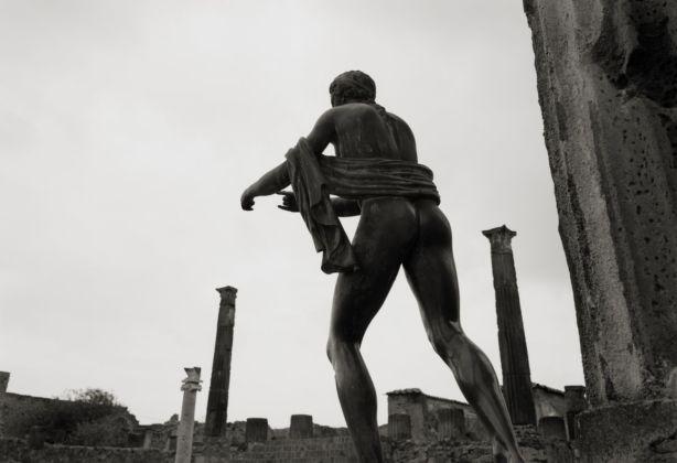 Kenro Izu, Tempio di Apollo, Pompei, 2016. Courtesy Fondazione Modena Arti Visive