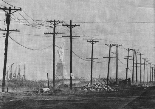 La Statua della Libertà vista da Jersey City nel 1967
