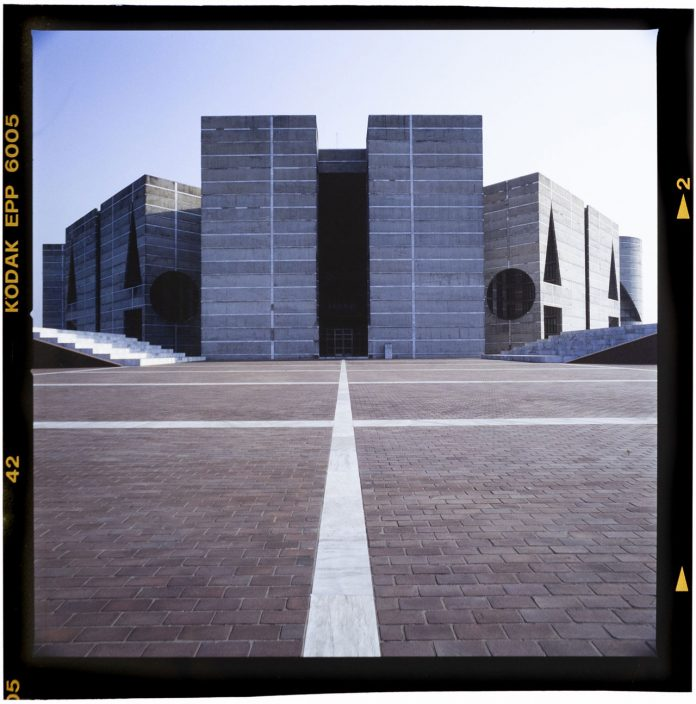 Louis Kahn, Sher-e-Bangla Nagar, National Capital, Dhaka, Banglades Photo: Roberto Schezen, 2001 circa Courtesy: Fondazione MAXXI