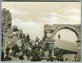 Soci Touring a Leptis Magna, 1914, courtesy Touring Club Italiano