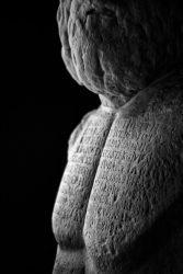 Stefano Cigada, Museo Archeologico Regionale Paolo Orsi, Siracusa 1.9.2019; 11.37 480×330 mm stampa fine art su carta d'archivio ©Stefano Cigada