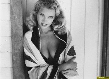 L'ttrice, pin-up e modella Eve Meyer, Miss giugno 1955
