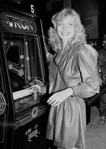 Cindy Morgan promuove il videogioco Tron, 1982
