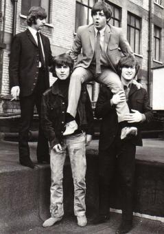 I Beatles celebrano il 23° compleanno di Paul, 1965