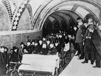 I primi autisti ufficiali della prima metropolitana di New York City, 1904