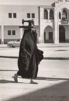 Jean-Philippe Charbonnier – La macchina da cucire. Kuwait. 1955