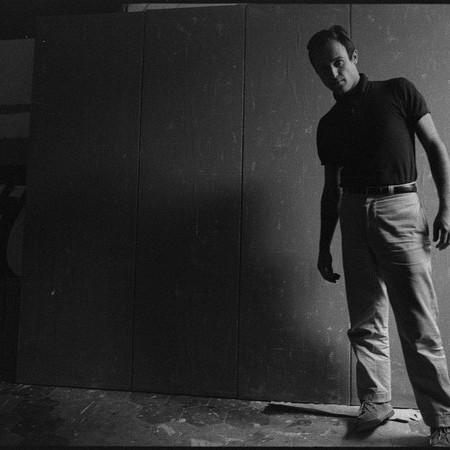 """Mario Schifano nel suo studio davanti all'opera """"Qualcos'altro"""", Roma 1962"""