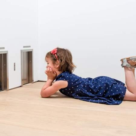 Maurizio Cattelan, «Untitled», 2001. Veduta dell'installazione al Museum Voorlinde. © Courtesy Maurizio Cattelan's Archive. Foto- Antoine van Kaam