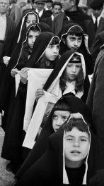 Processione dei misteri del venerdì santo. Ciminna, 1964 © Ferdinando Scianna