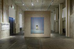 """Storytelling"", Liu Ye, 30.1 – 28.9.2020, Fondazione Prada, Milano, Foto: Roberto Marossi, Courtesy Fondazione Prada: Liu Ye, The Little Match-seller, 2004, Acrilico su tela, 220 x 180 cm, M+, Hong Kong"