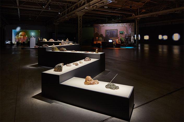 Trisha Baga, installation view, courtesy l'artista e Pirelli Hangar Bicocca