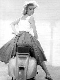 Angie Dickinson su una Vespa, 1962