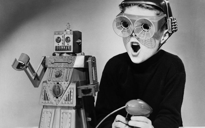 Bambino che gioca con Robert the Robot, 17 aprile 1959