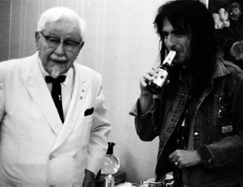 Colonnello Sanders e Alice Cooper