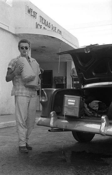 James Dean fa la spesa, Texas, 1955