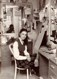 L'attrice Isabelle Adjani nel suo camerino alla Comédie Française di Parigi, Francia, 1973