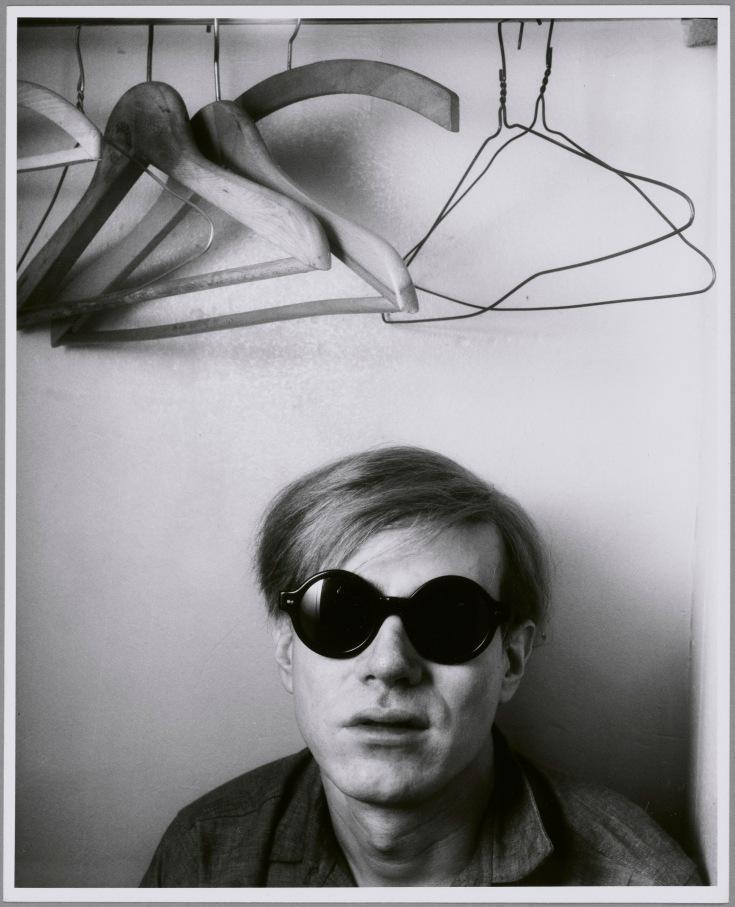 Shunk-Kender, Andy Warhol, Hôtel Royale Bison, Parigi, maggio 1965, Donazione della Roy Lichtenstein Foundation in memoria di Harry Shunk e Janos Kender, Foto: Shunk-Kender © J. Paul Getty Trust. Tutti i diritti riservati