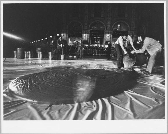 Shunk-Kender, César, Expansion, 10° anniversario del Nouveau Réalisme, Milano, 1970, Donazione della Roy Lichtenstein Foundation in memoria di Harry Shunk e Janos Kender, Foto: Shunk-Kender © J. Paul Getty Trust. Tutti i diritti riservati