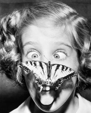 6 agosto 1960. Una farfalla atterra sul volto di Susan Bermann