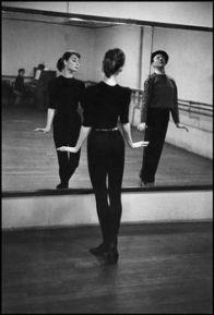 Audrey Hepburn con istruttore di danza