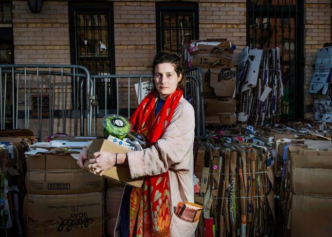 Clemmie Faust, ventotto anni, concede lo scrittore. Park Slope Food Co-Op, Brooklyn. Fotografia di Dina Litovsky