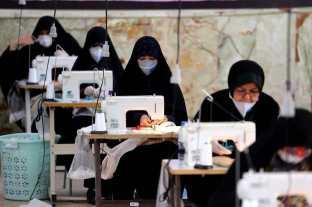 Mascherine usate dalle lavoratrici iraniane. Fotografia di autore sconosciuto