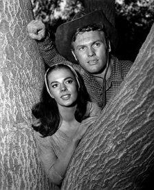"""Natalie Wood e Tab Hunter, pubblicità per """"The Burning Hills"""" del 1956. Foto di Jack Woods"""
