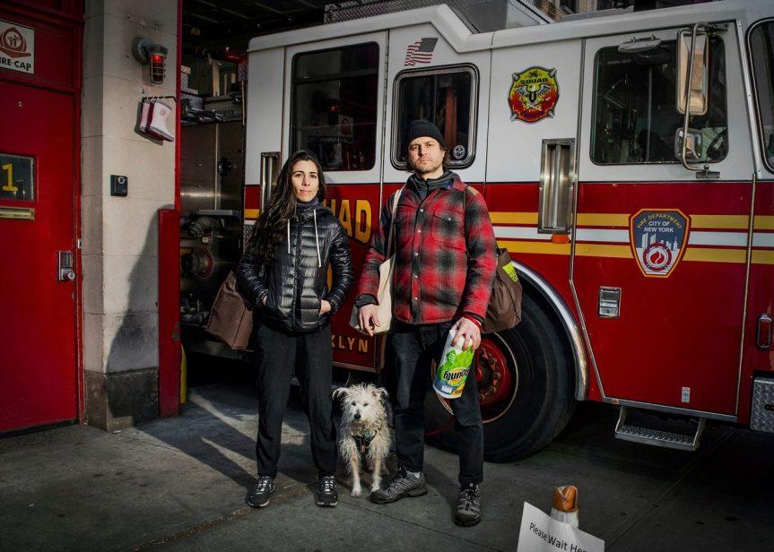 Rob Langhammer, quarantacinque anni, direttore della fotografia, Virginia Langhammer, trentasette anni, insegnante di portoghese e Wilson, tredici. Park Slope Food Co-Op, Brooklyn. Fotografia di Dina Litovsky