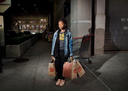 Tshala Pajibo, ventitre, insegnante di prima media. Target, East Harlem. Fotografia di Dina Litovsky