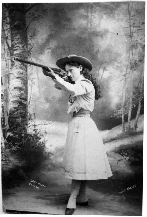 Annie Oakley, 1899