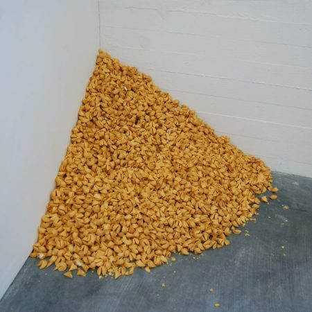 Felix Gonzalez-Torres, Untitled (Fortune Cookie Corner), 1990 - Fotografia di Andrew Russeth