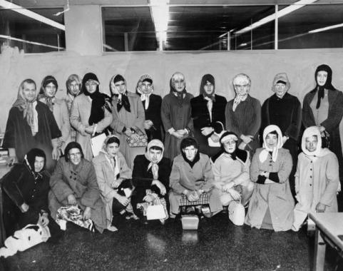 Gli ufficiali della polizia di Los Angeles andarono sotto copertura vestiti da donne per catturare un ladro di borse nel 1960