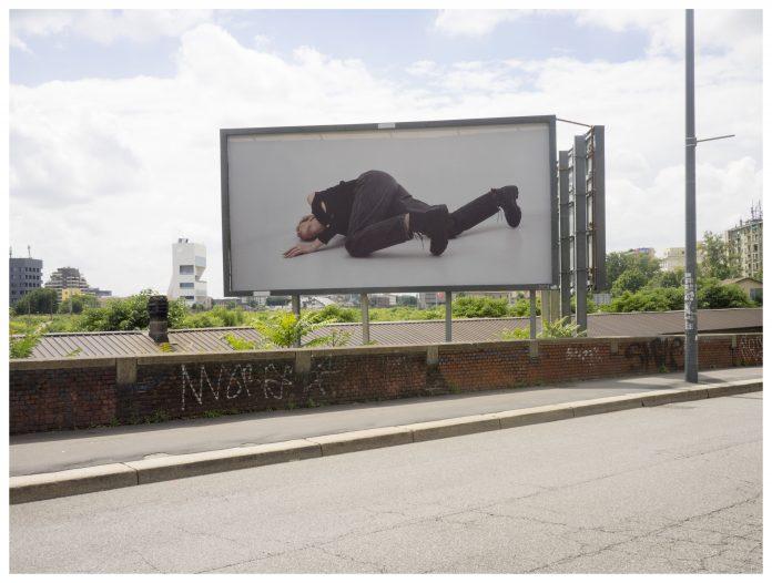 Alessio Bolzoni, il progetto Action Reaction. Billboard Project installato nelle vie di Milano, fotografia di Giulio Ghirardi