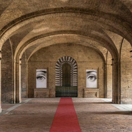 Fornasetti Theatrum Mundi. Allestimento nei Voltoni del Guazzatoio, Complesso Monumentale della Pilotta. Fotografia di Cosimo Filippini