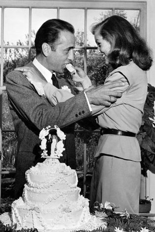 Humphrey Bogart e Lauren Bacall nel giorno del loro matrimonio.