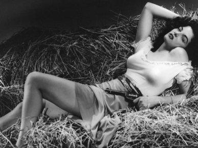 """Jane Russell in """"Il mio corpo ti scalderà"""" (The Outlaw). 1943"""