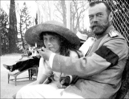 Lo zar Nicola II e sua figlia, la Granduchessa Anastasia nel 1915