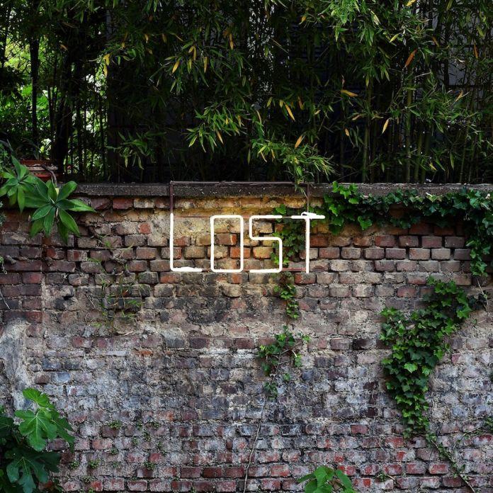 Massimo Uberti, Lost 2020, Neon 13 Cm 35x90. Fotografia di Fabrizio Stipari