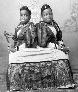 """Millie e Christine McKoy, """"L'usignolo a due teste"""", 1860 circa"""