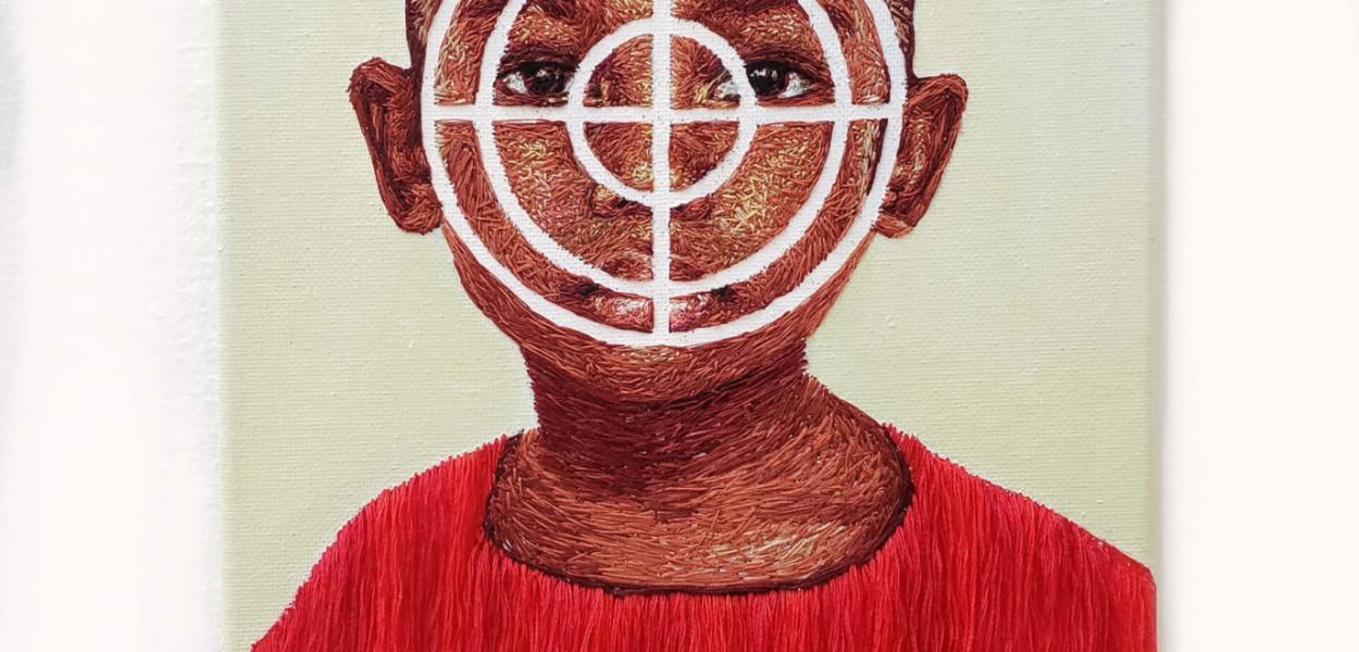 """Shooting Range Target"" by Nneka Jones (2019), ricamo a mano su tela, 8 x 10 pollici."